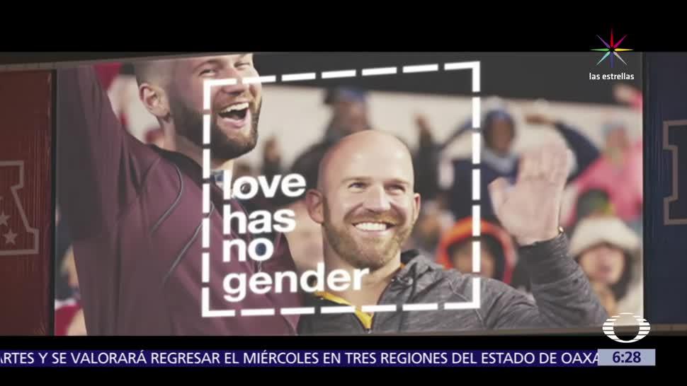 famosa kiss cam, proyecta imágenes, fanáticos de la NFL, amor sin discriminación