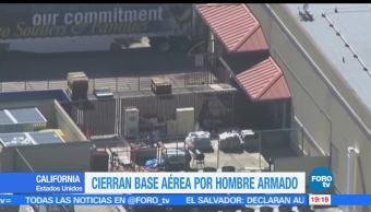 Cierran, base, aérea, travis, California, hombre armado