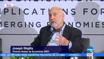 El Premio Nobel de Economía 2001, Joseph Stiglitz, Foro CIDE-LSE, participó