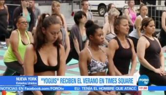noticias, forotv, Yoguis, reciben el verano, Times Square, yoga