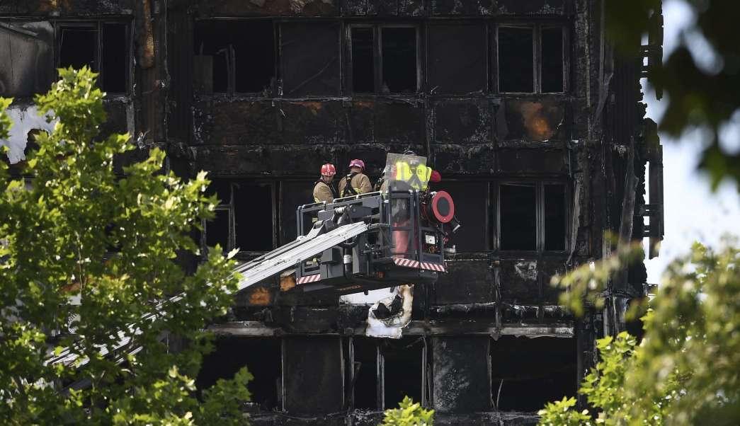 bomberos, torre Grenfell, incendio, Londres, revestimiento