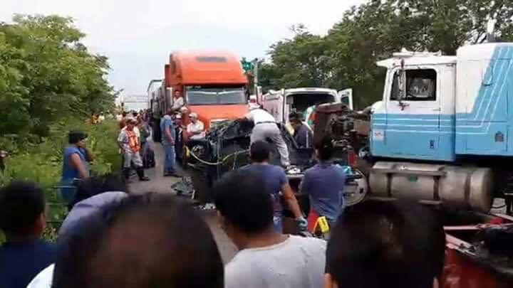 Camioneta, Impacta, Trailer, Chiapas, Choque en chiapas, Accidente vial