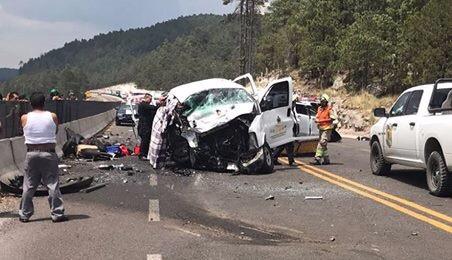 Mueren 4 adultos y 2 niños tras choque en supercarretera Durango - Mazatlán