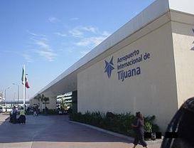 Detienen a dos personas con droga adherida al cuerpo en Tijuana