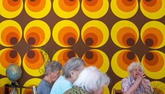 Ancianos conviven en un centro de asistencia social en Alemania