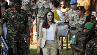 Angelina Jolie visito a ninas refugiadas en Kenia