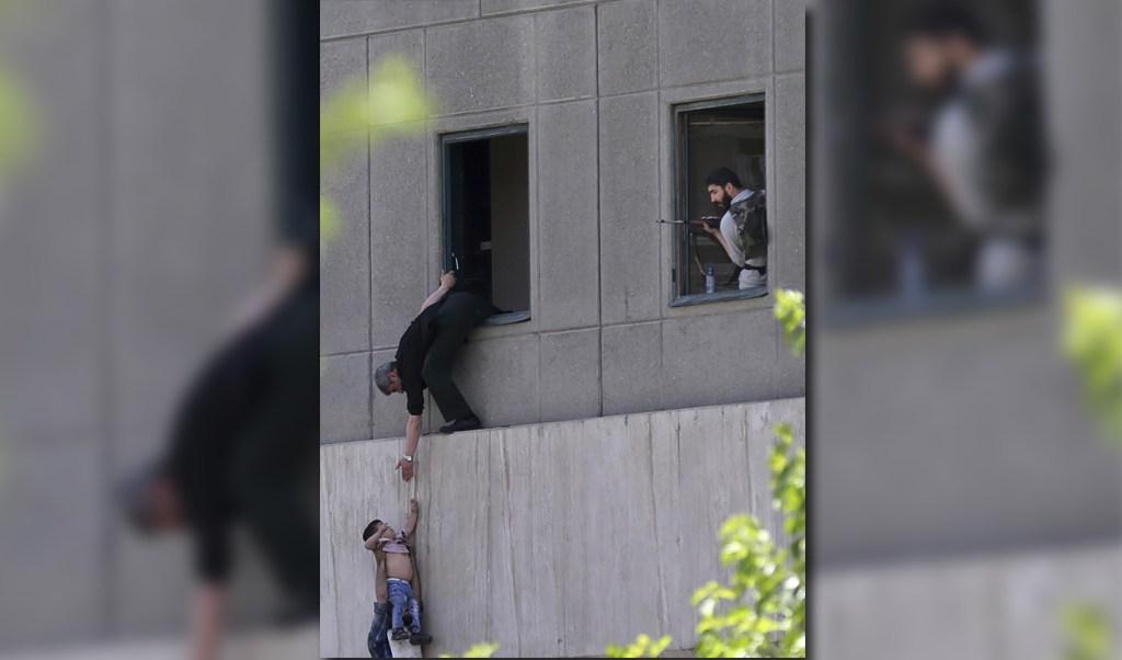 Ataques terroristas en Teherán dejan al menos 12 muertos