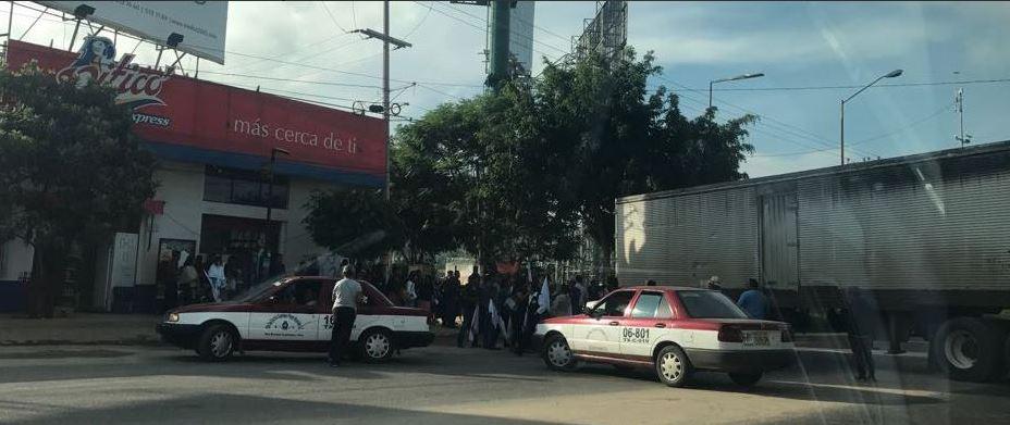 bloqueos en pormabnifestantes en oaxaca