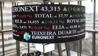 Tablero dentro de la Bolsa de París exhibe resultados de las acciones