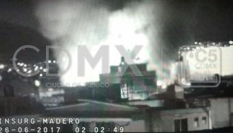 Bomberos laboran en incendio en Iztapalapa