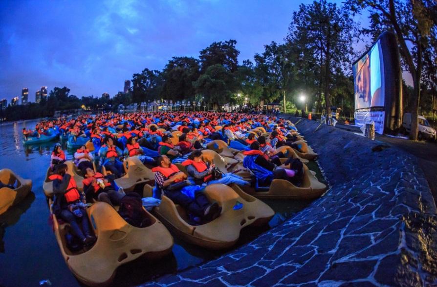 Lanchas como butacas de cine en el Bosque de Chapultepec (Twitter: @ChapultepecCDMX)