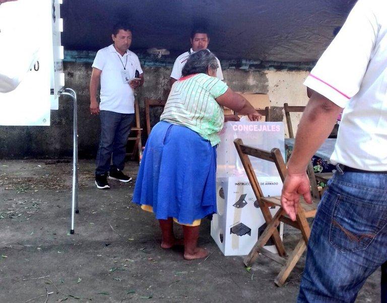 Ciudadanas y ciudadanos de Sta. María Xadani ejercen su voto