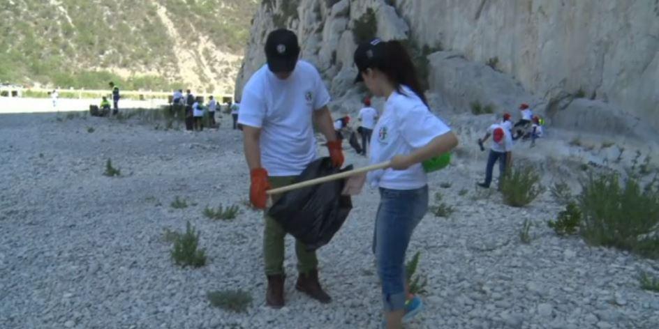 Ciudadanos limpian La Huasteca, en Nuevo León