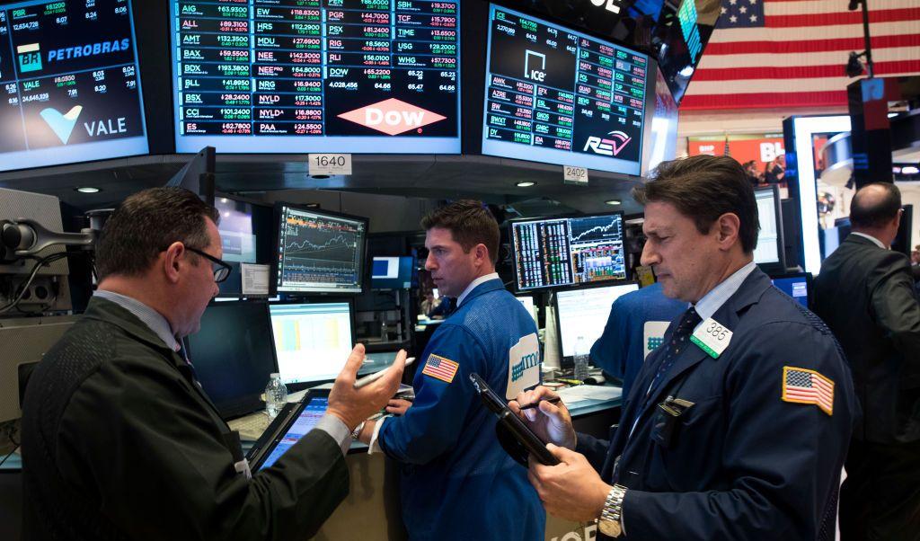 Dow Jones cierra arriba de los 22 mil puntos