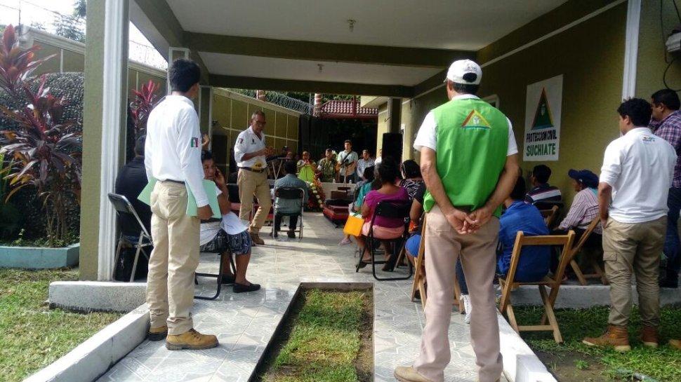 Daminificados reciben ayuda tras el sismo de 7.0 grados