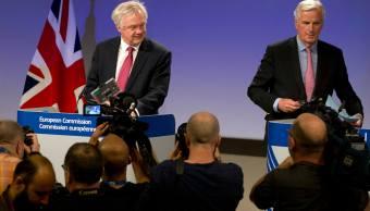 David Davis y Michel Barnier inician negociaciones del Brexit