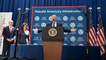El presidente Donald Trump habló de infraestructura en el Departamento de Transporte