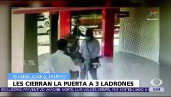 Ejecutivo de banco, impide, entrada a asaltantes, Guadalajara