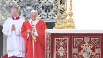 El papa Francisco preside una misa por la festividad de San Pedro y San Pablo en la plaza de San Pedro del Vaticano. (EFE)