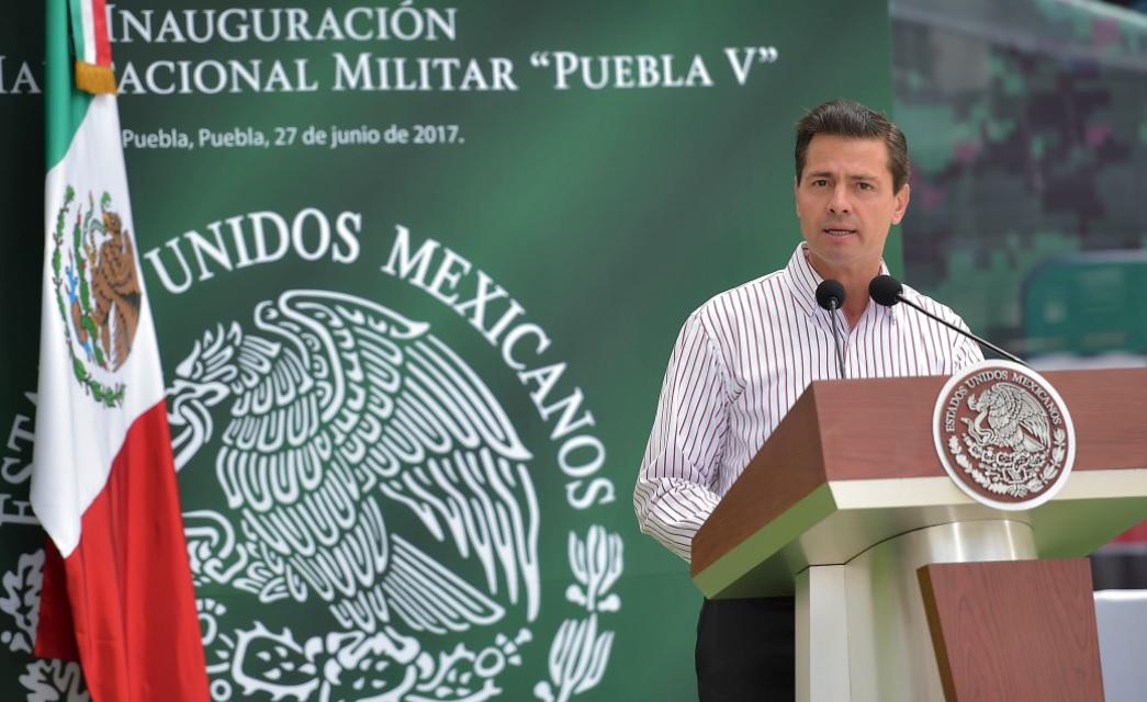 Peña Nieto y Tony Gali inauguran Unidad Habitacional Militar Puebla V