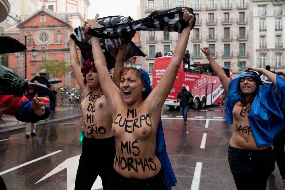 Femen: cuerpos y política