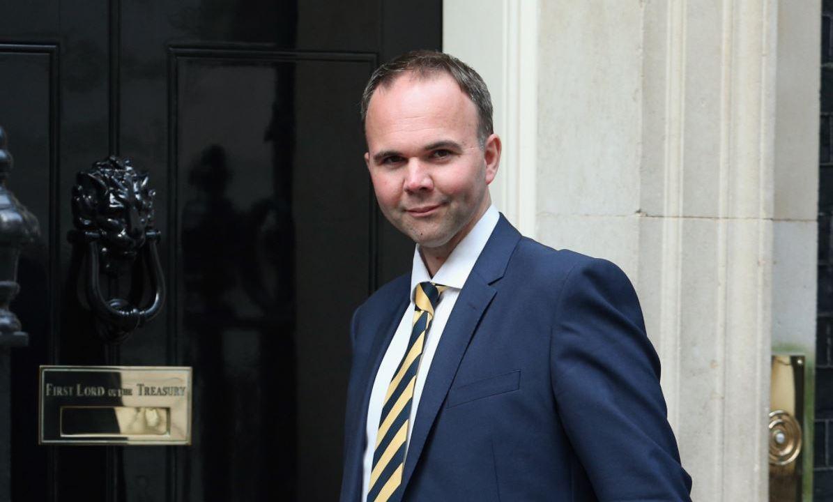Gavin Barwell, secretario de Estado de Vivienda, Downing Street, asesores