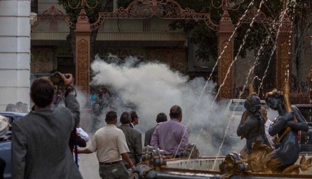Ataques al Parlamento venezolano tras choque entre guardias y diputados