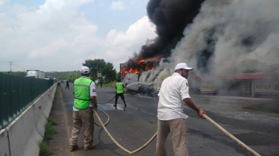 Se incendia, autobus de pasajeros, Accidente vial, Chiapas,
