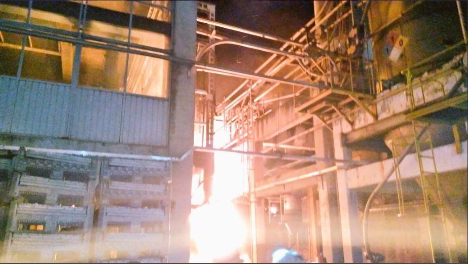 Incendio afecta empresa recicladora en tlalnepantla