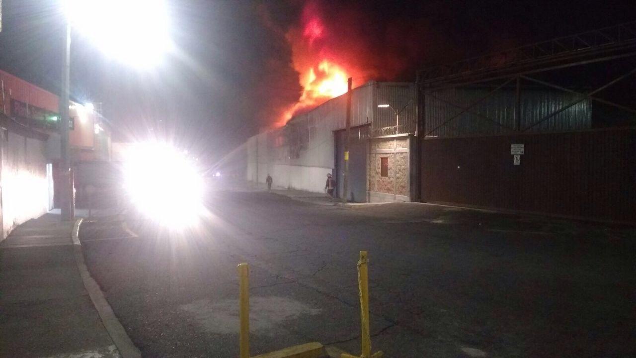 Incendio calcina fabrica en tianguistenco edomex