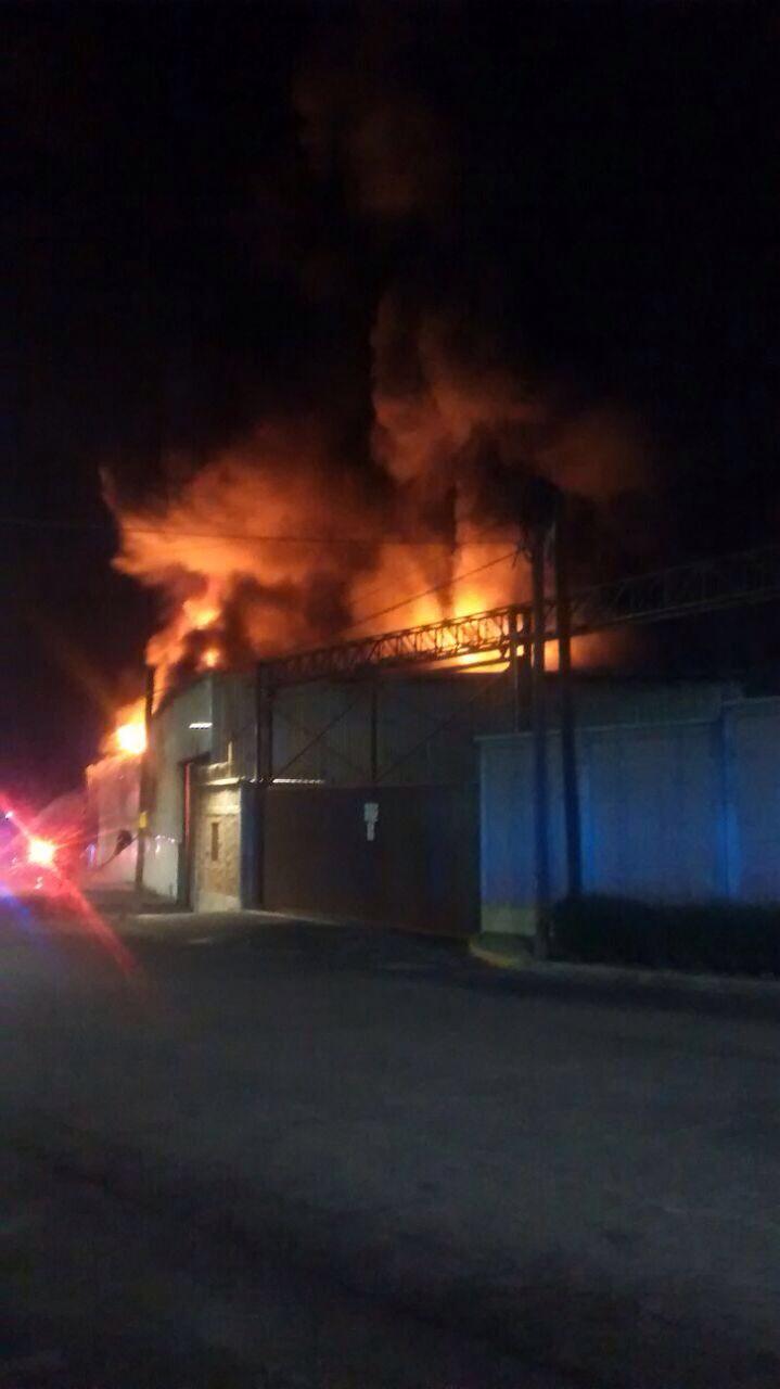 Incendio calcina una fabrica en