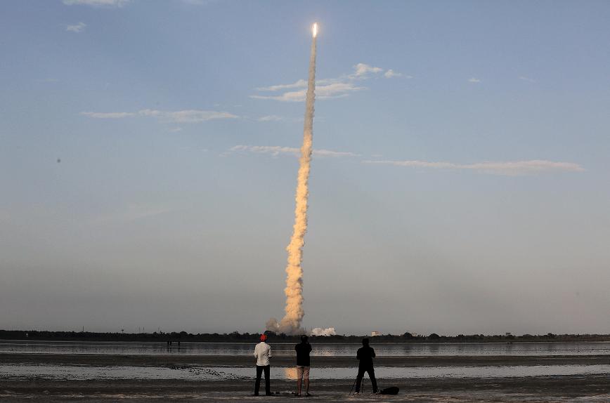 India lanza su cohete más grande y con mayor capacidad