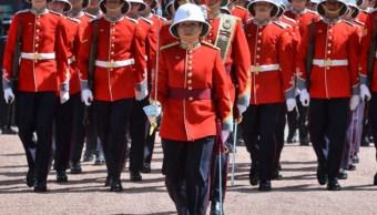 Megan Couto hizo historia al dirigir Cambio de Guardia en Palacio de Buckingham (Reuters)