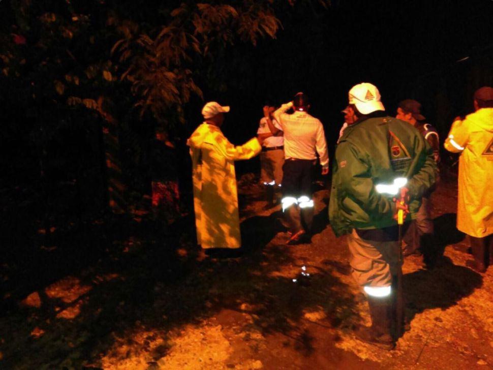 Proteccion civil de chiapas atiende inundacion en la trinidad