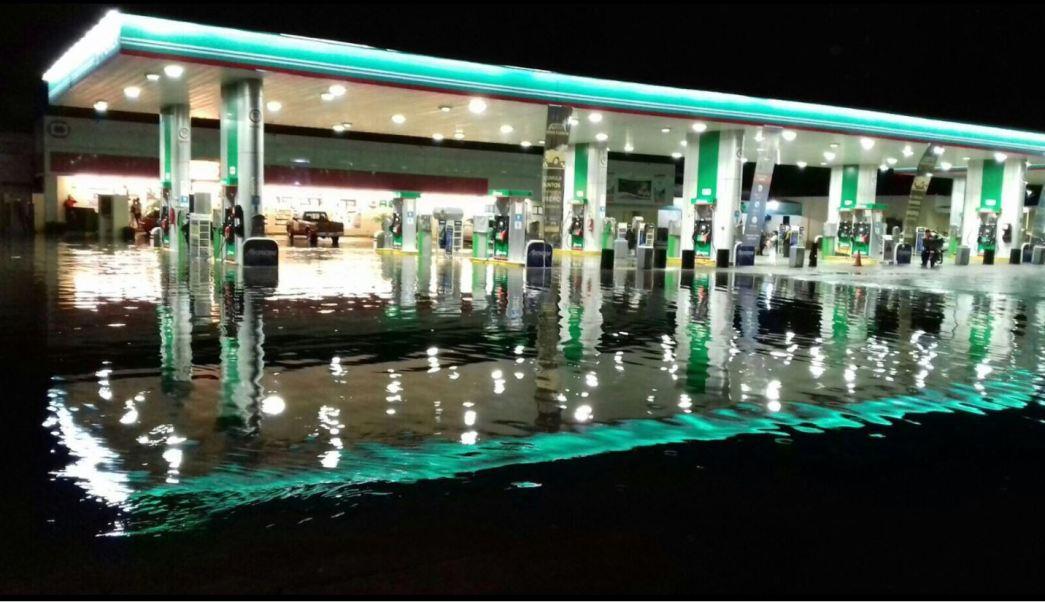 Gasolinera afectada por las inundaciones en tabasco