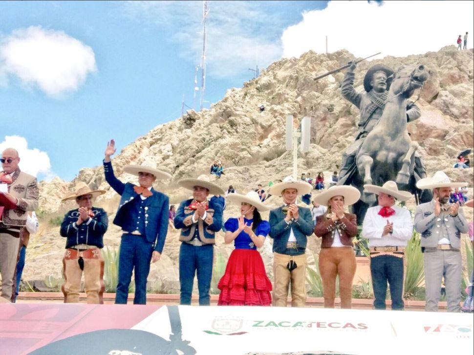 Mil jinetes participan en cabalgata en zacatecas