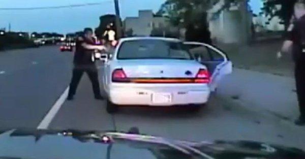 Difunden video de policía matando a tiros a un negro
