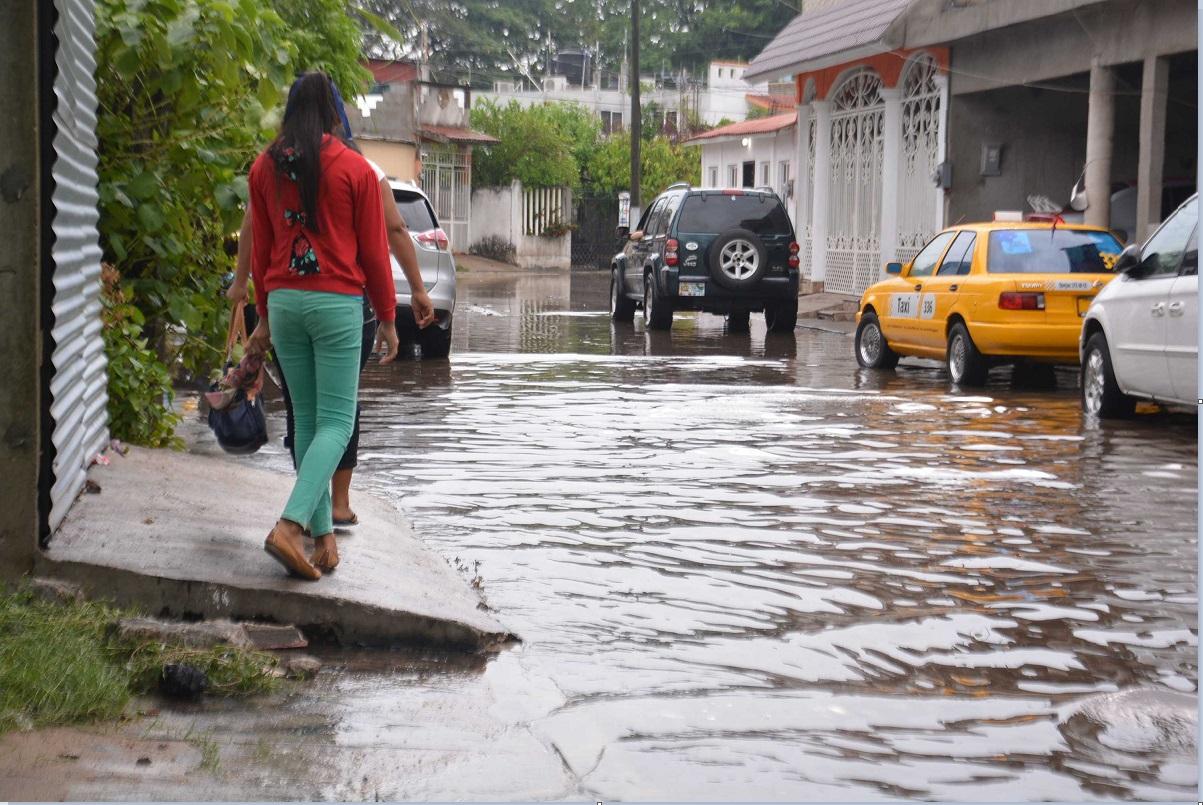 Lluvias inundas calles de Tabasco