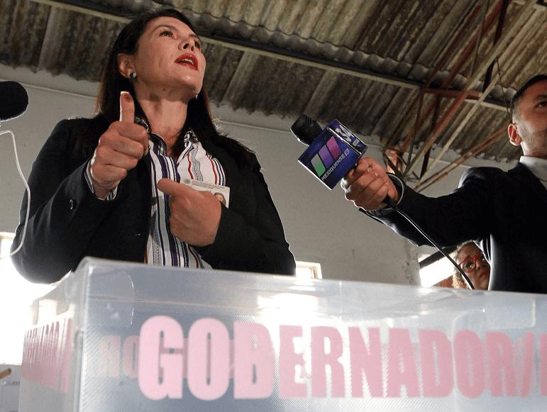 María Teresa Castell, candidata independiente al gobierno del Edomex, vota en Lerma