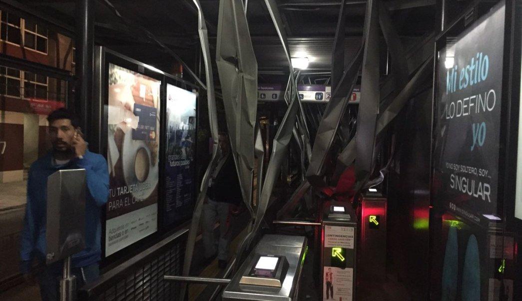 Metrobús, Xola, tráiler, daños, carril confinado, transporte, seguridad