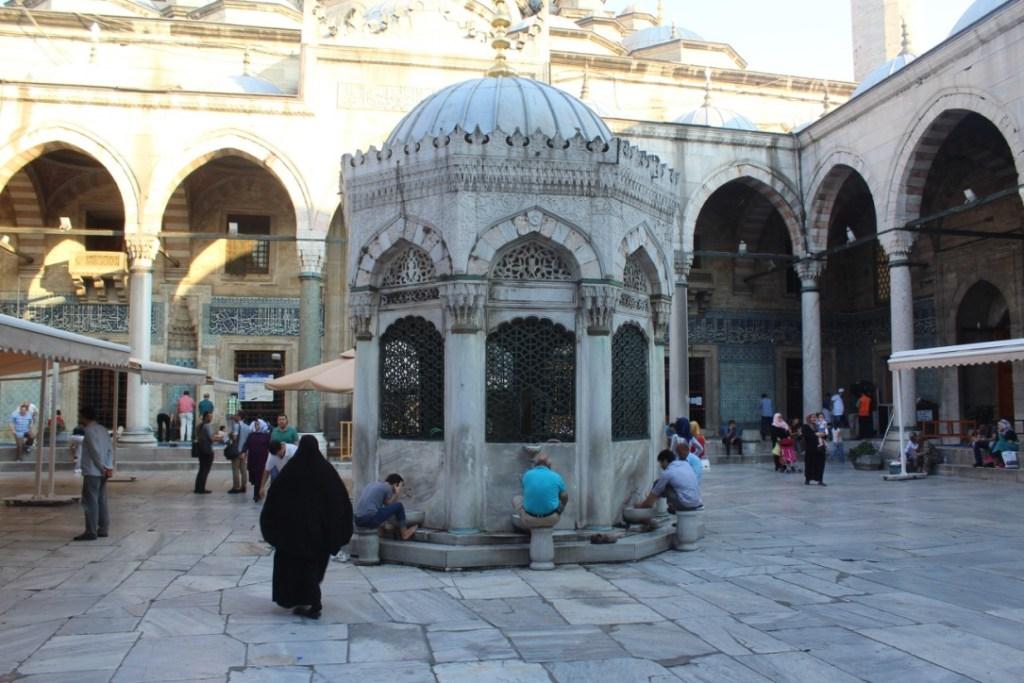 interior de mezquita en Estambul