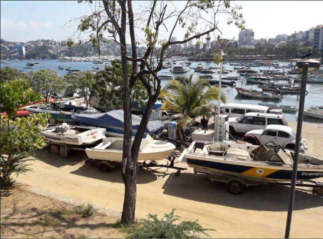 Barcos son abandonados en playa manzanillo