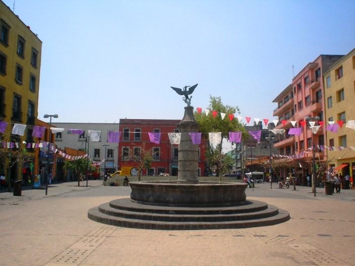 Plaza del Aguilita, Plaza Juan José Baz, Águila sobre nopal, escudo nacional, mexicas
