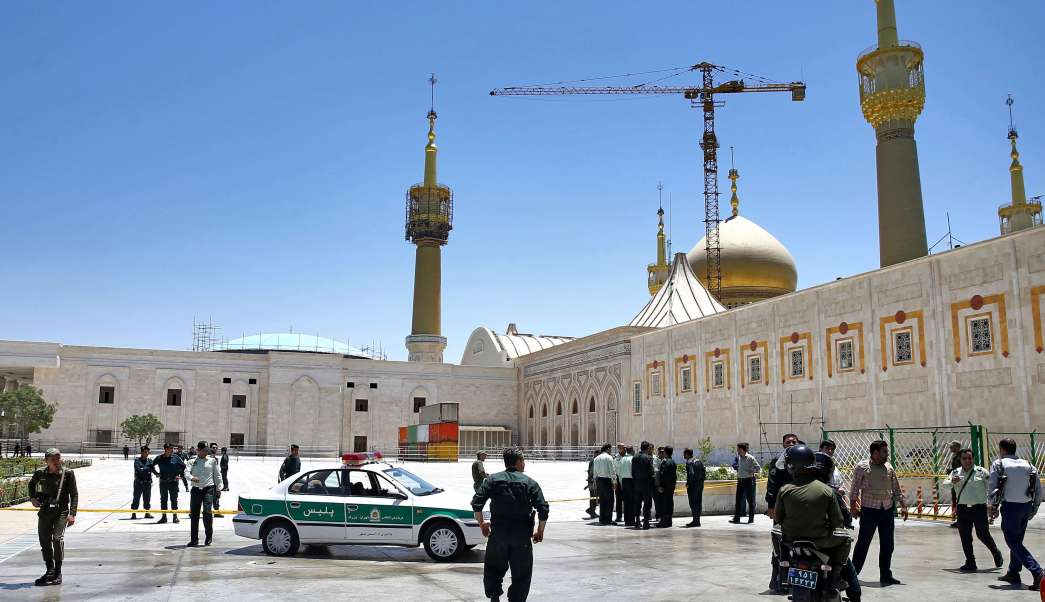 Policías desplegados en Teherán tras atentados terroristas (AP)