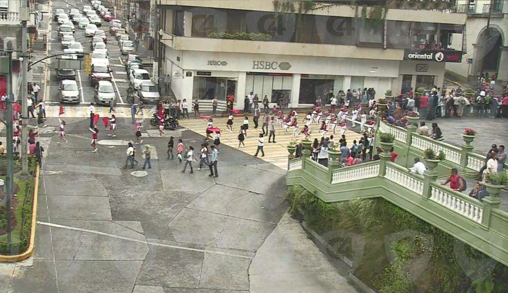 comparsas desfilan por la calles de xalapa