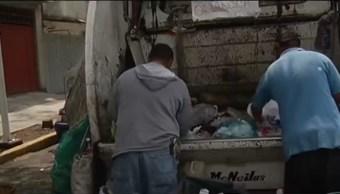 Trabajadores de la CDMX separan la basura