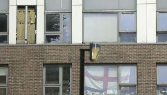 Recubrimiento flamable removido de un edificio residencial en Reino Unido