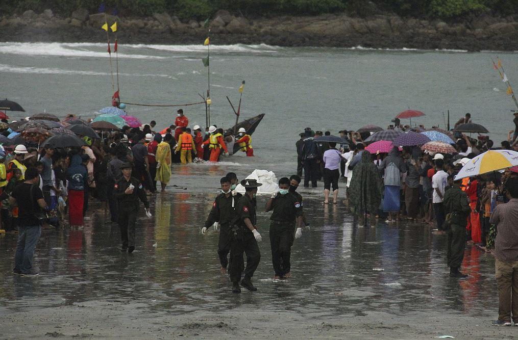 Rescate de cuerpos del avión militar estrellado en Myanmar