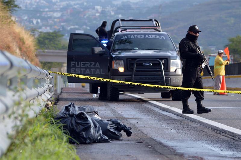 Policías estatales asesinan a líder de Morena en Tixtla, Guerrero