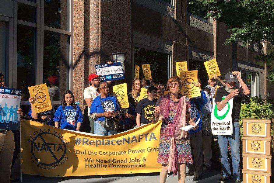 Congresista Rosa DeLauro encabeza protesta contra negociación del TLC en Washington